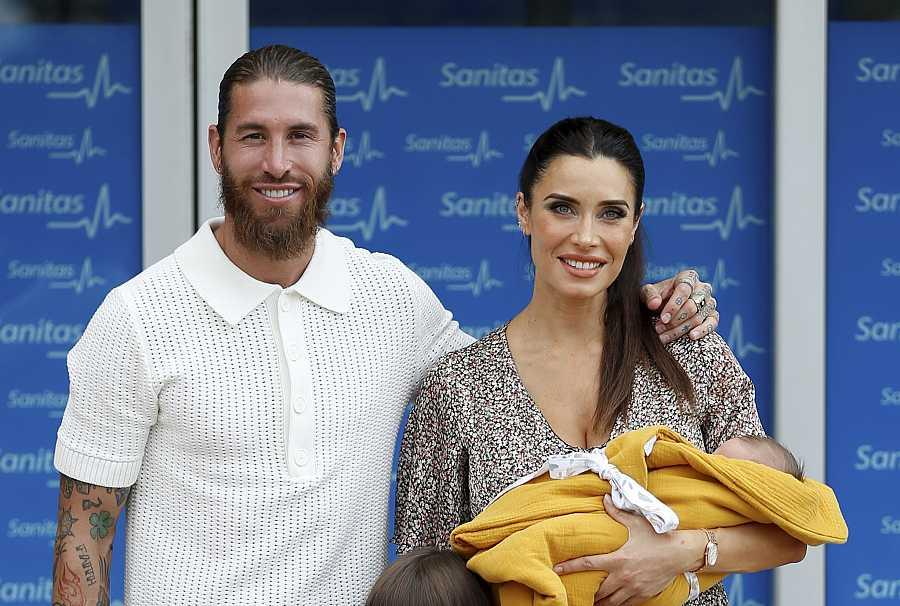Sergio Ramos y Pilar Rubio presentan a su pequeño Máximo Adriano ante los medios