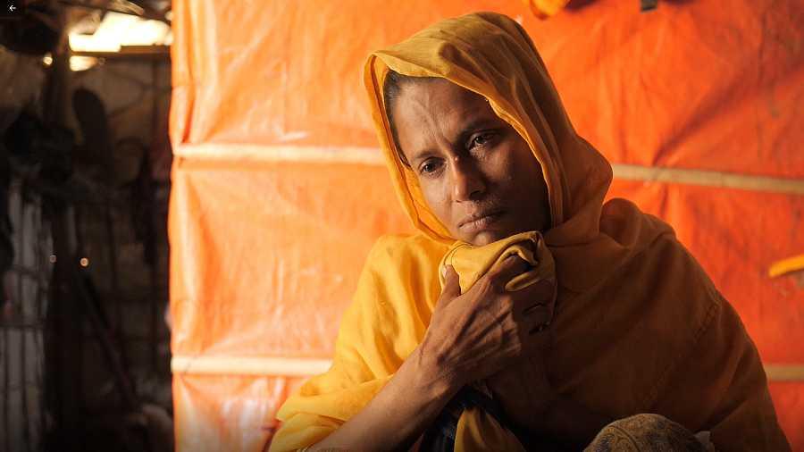 Azuma sigue buscando a su hija Asma, de once años, desaparecida hace dos meses en un campamento de refugiados rohingya en Bangladesh.
