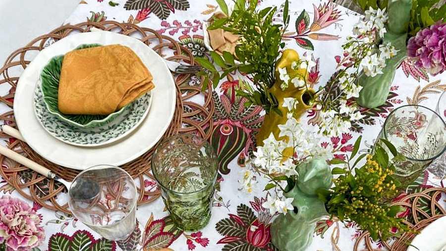 Las flores son un elemento esencial para que nuestra mesa luzca distinta