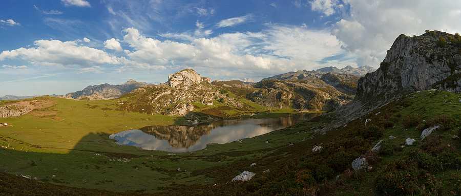 Aquí la Tierra - Lago de la Ercina en Covadonga, Picos de Europa