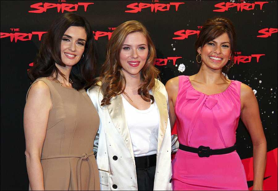 Paz Vega junto a Scarlett Johansson y Eva Mendes en la promoción de