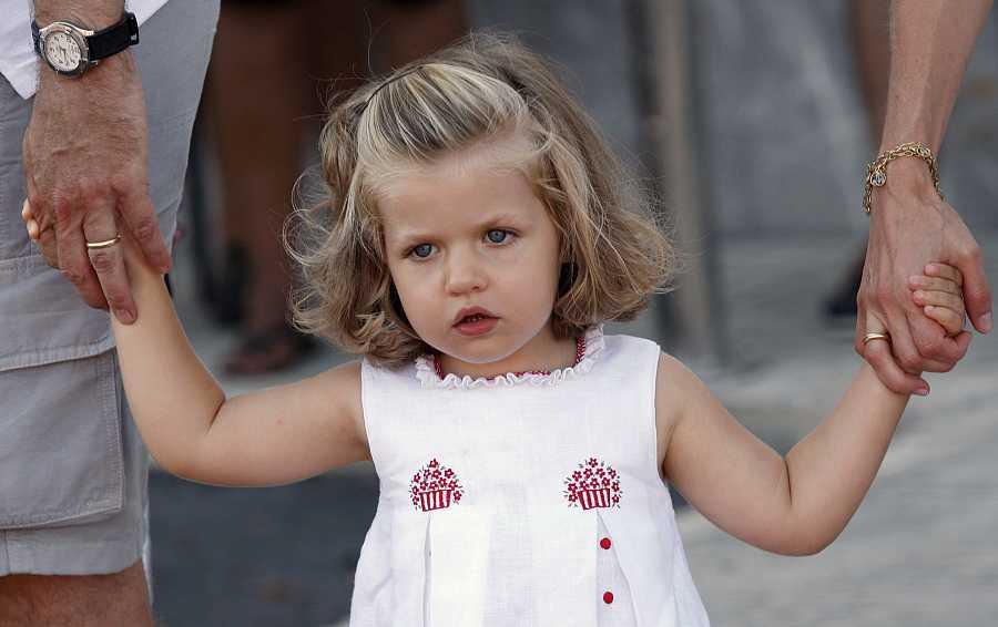 La princesa Leonor posa ante los medios en Mallorca en 2008