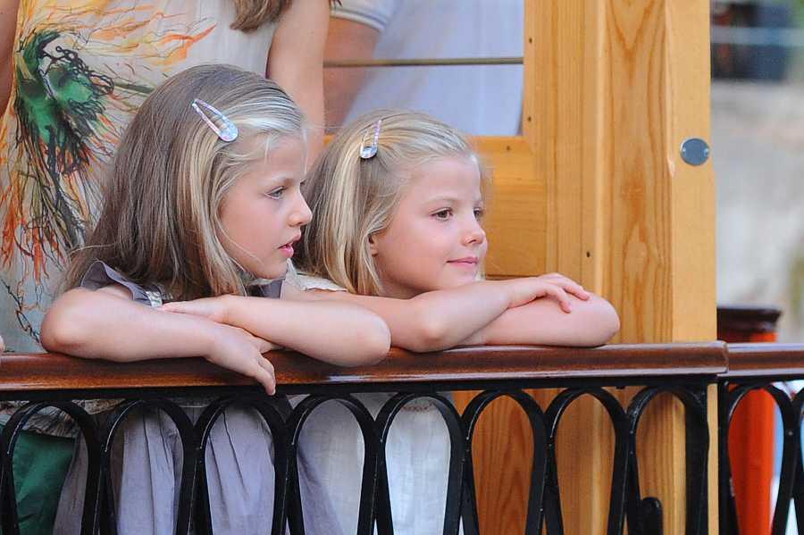 Leonor y Sofía hicieron turismo por Mallorca junto a sus padres en 2012