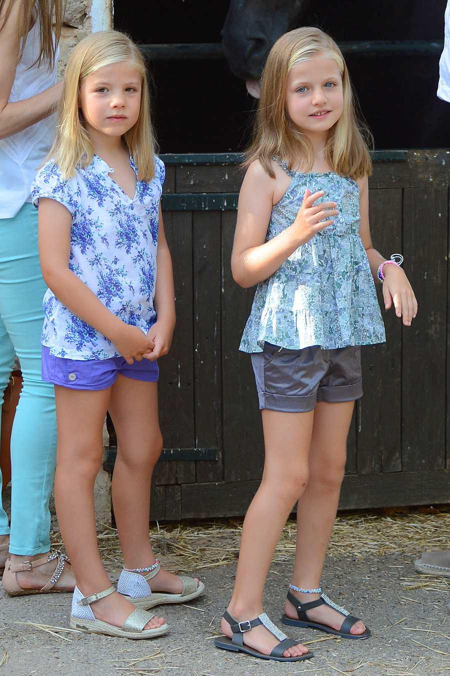 Leonor y Sofía durante una visita a la granja de Esporle en 2013