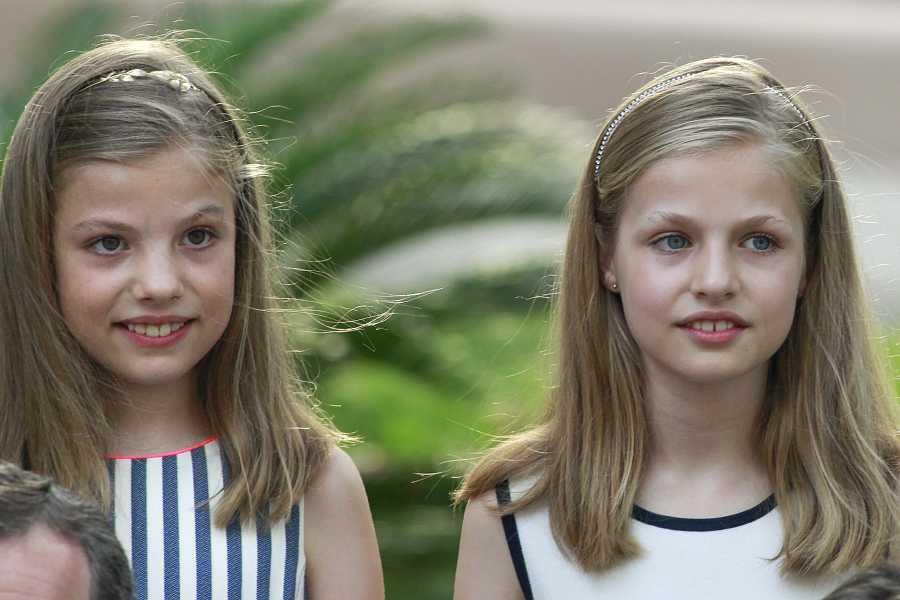 Sofía y Leonor en el posado de Marivent en el verano de 2016