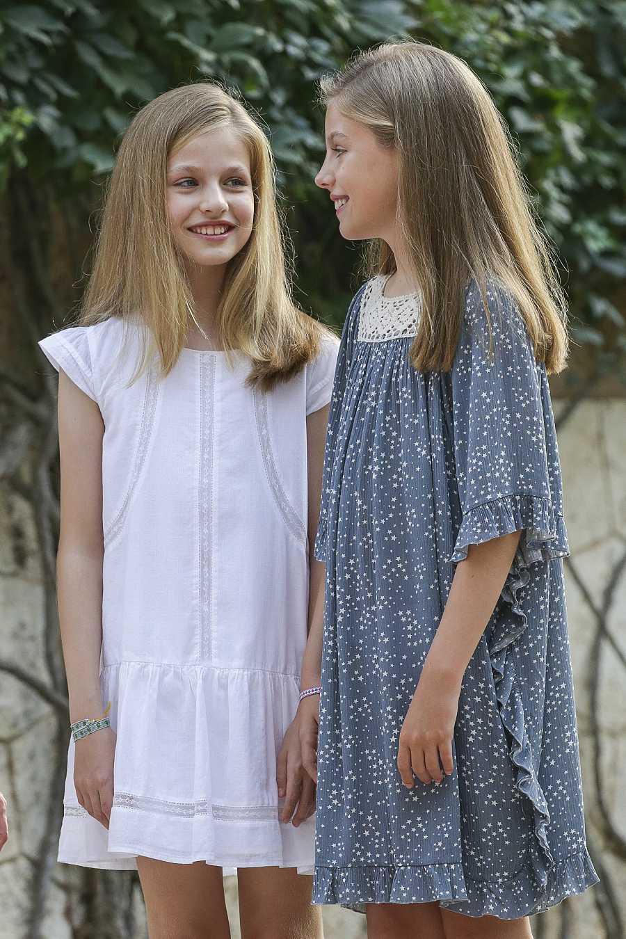 Leonor y Sofía muestran mucha complicidad en Mallorca en 2017