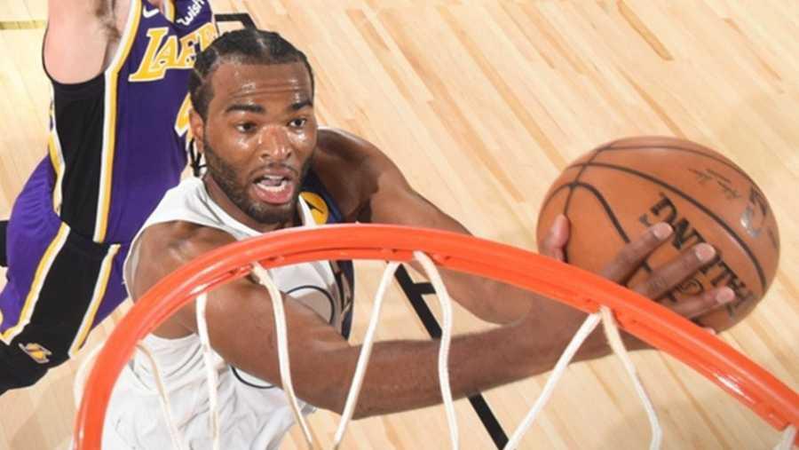 T.J Warren, alero de Indiana Pacers (39 puntos) entrando a canasta
