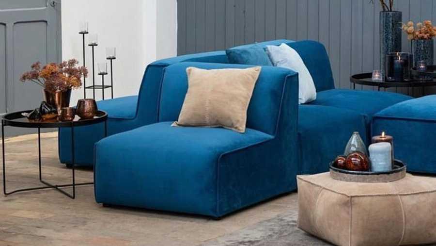 Una zona de relax para la lectura, con un sofá, y si es necesario cama para invitados o unos confortables sillones de corte sencillo
