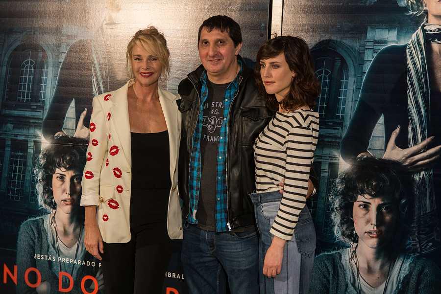 Belén Rueda, Natialia de Molina y Gustavo Hernández, director de 'No dormirás'