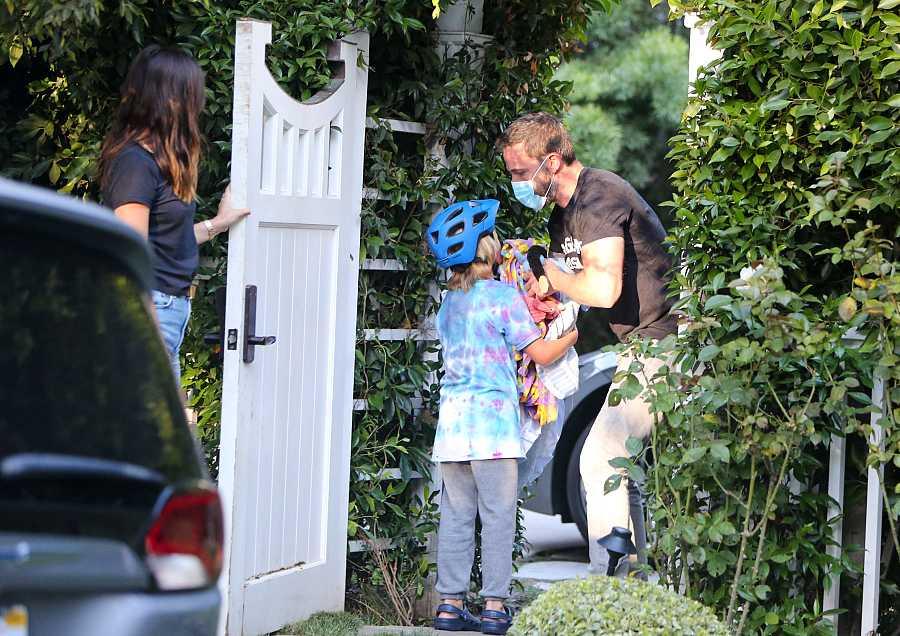 Ben Affleck con su hijo Samuel y Ana de Armas