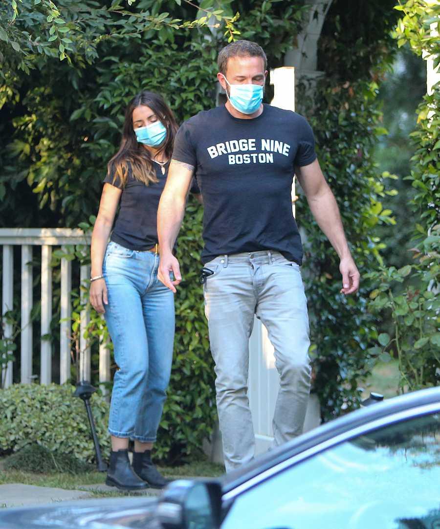 Ana de Armas y Ben Affleck salen de su casa en Los Ángeles