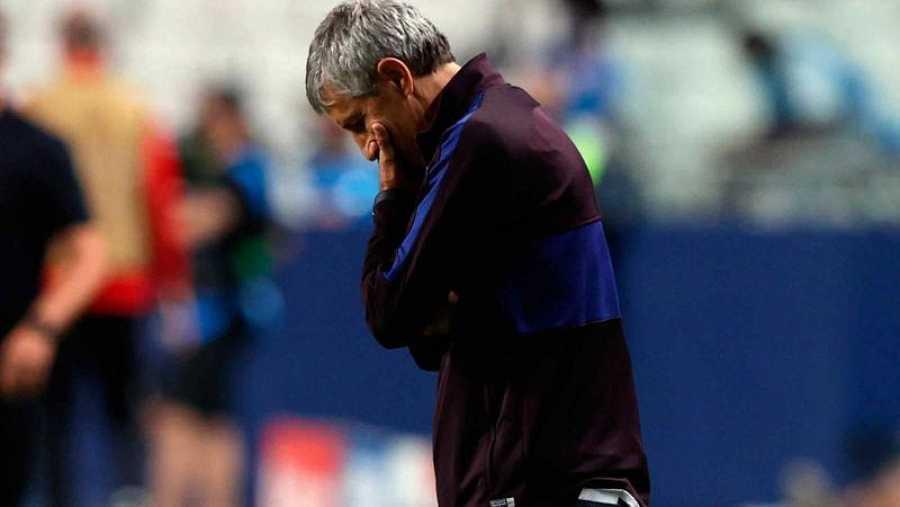 El entrenador del FC Barcelona, Quique Setién, cabizbajo durante el partido ante el Bayern.El entrenador del FC Barcelona, Quique Setién, durante el partido ante el Bayern