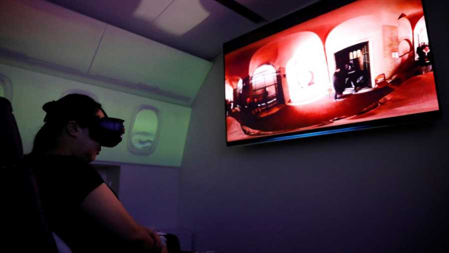Los usuarios disponen de unas gafas de realidad virtual que permiten obtener una visión 360 del destino escogido