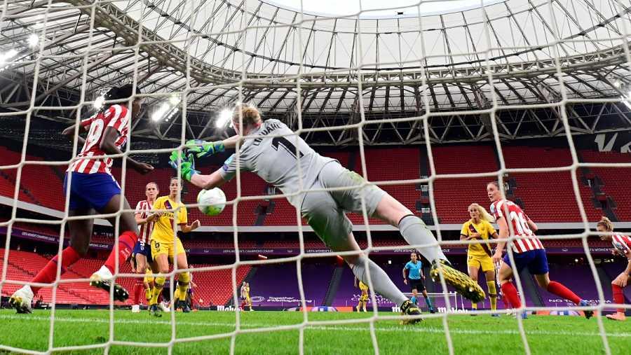 Imagen: Así salvó bajo palos Tounkara la mejor ocasión del Barça