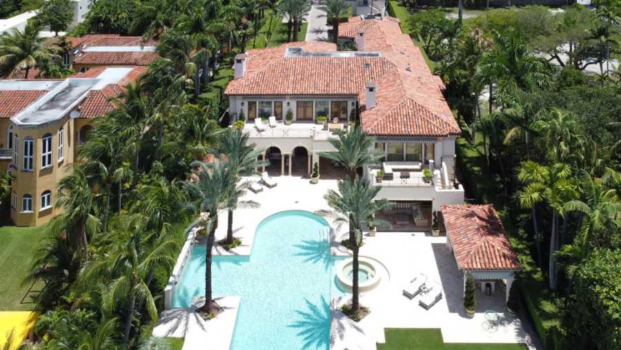 Piscina infinita y casa de invitados: entre los privilegios de la nueva mansión de Jennifer López