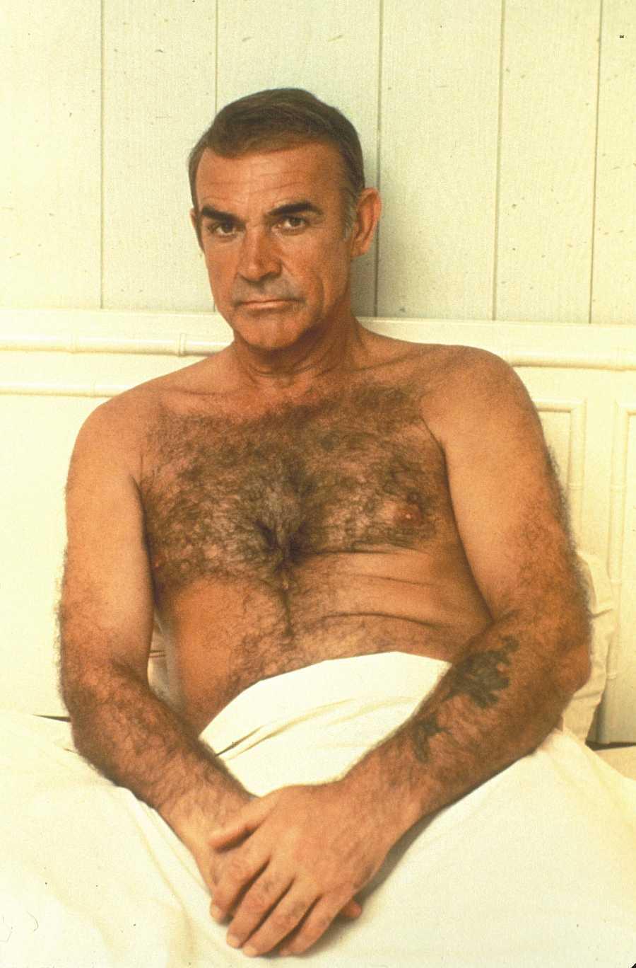 Sean Connery posa con el torso desnudo en la década de 1960
