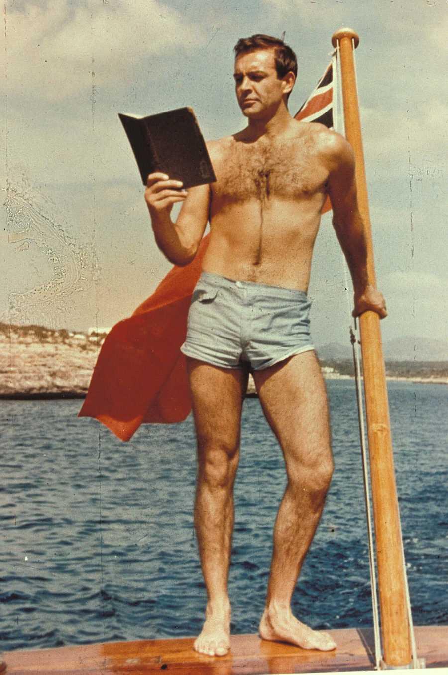Posado de Sean Connery en la década de 1960