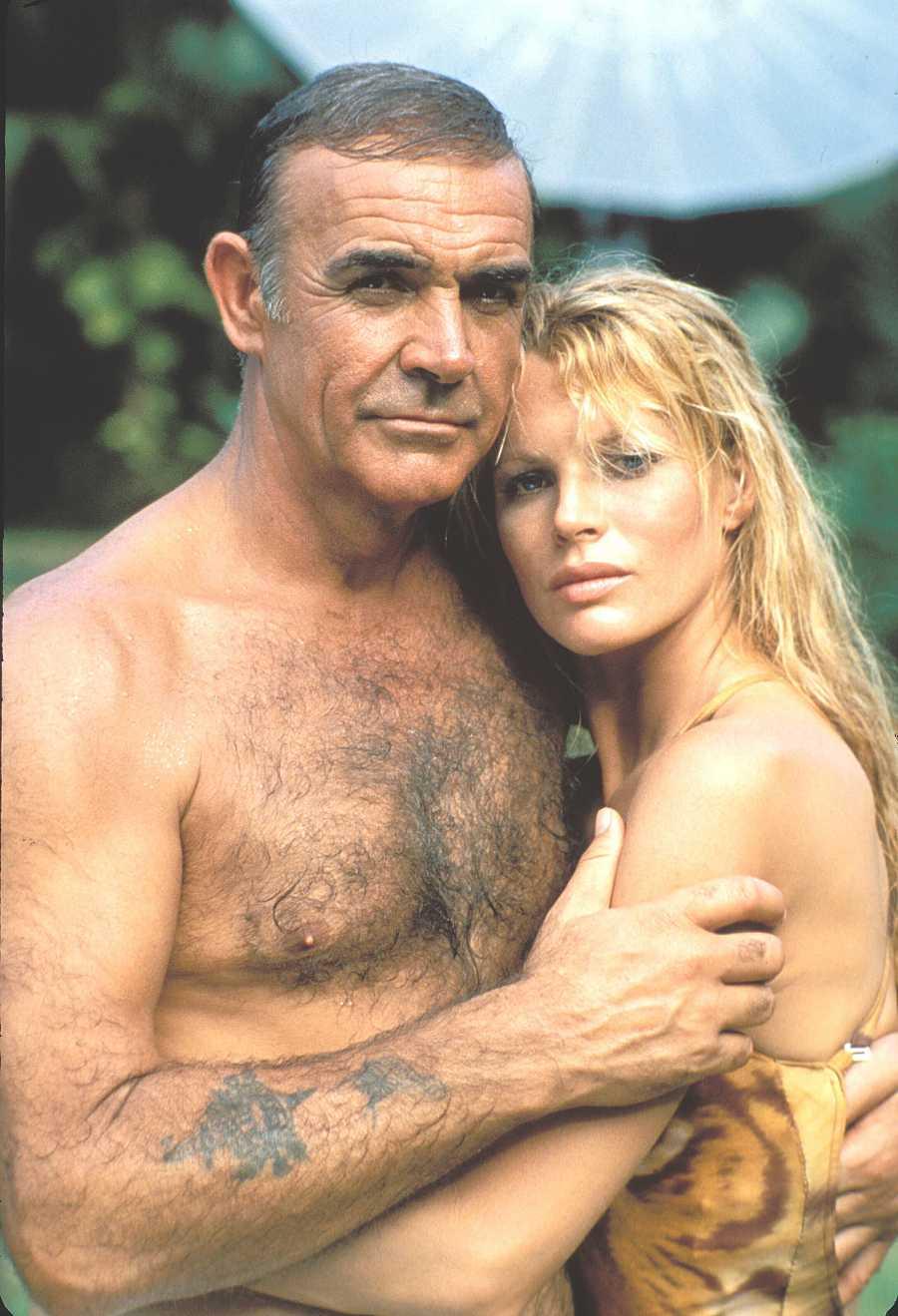 Sean Connery junto a Kim Bassinger, la