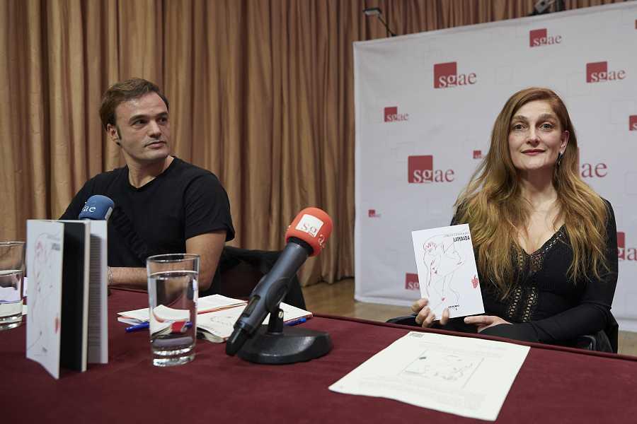 Adriana Davidova y Liberto Rabal en la presentación del libro 'Lapidada' en Madrid el 28 de enero de 2020