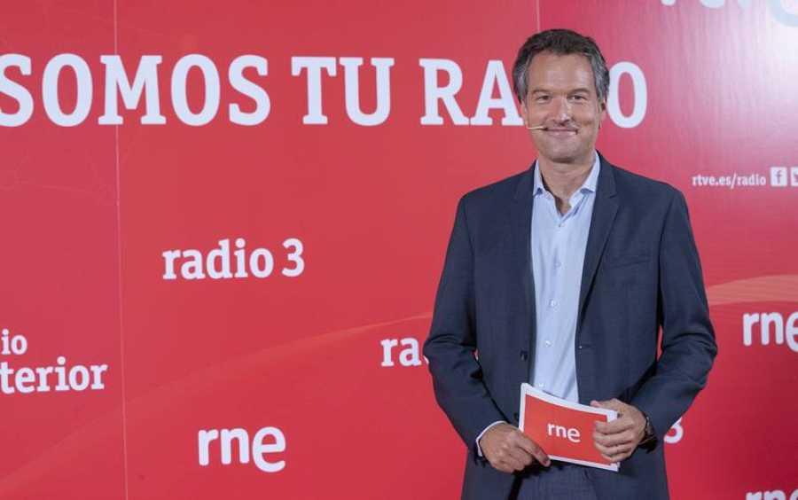 Íñigo Alfonso se mantiene al frente de 'Las mañanas de RNE'.