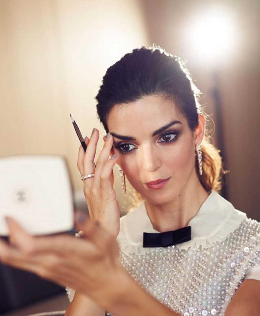 Clara Lago, con maquillaje de la firma Chanel Beauty