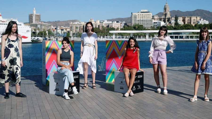 El elenco de la película 'Las niñas' posa en el Festival de Cine de Málaga