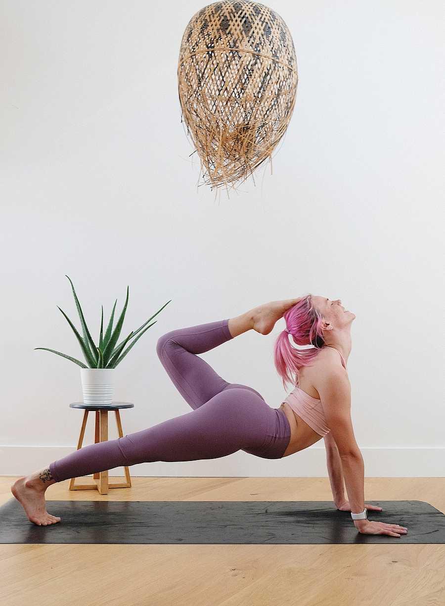 Al trabajar el cuerpo físico también estamos liberando la mente. Por eso es tan interesante conjugar el yoga con el coaching