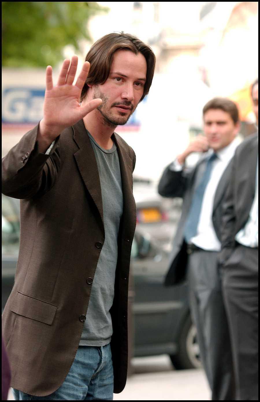 Keanu Reeves esquiva a la prensa en París