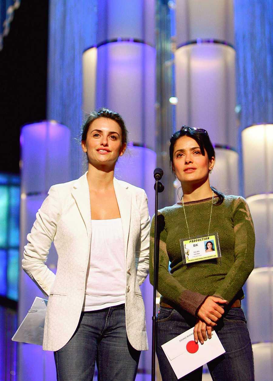 Penélope Cruz y Salma Hayek ensayan su presentación de los Oscar