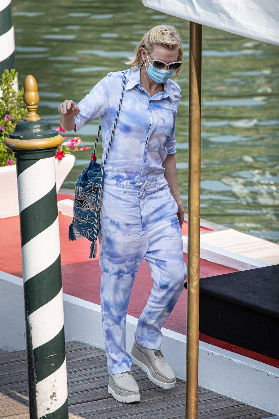 Cate Blanchett acude al cine en su llegada al Festival de Venecia