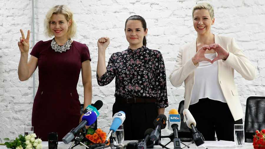 Veronika Tsepkalo, esposa y representante del candidato presidencial no registrado Valery Tsepkalo, la candidata presidencial Svetlana Tikhanovskaya  y Maria Kolesnikova, representante de la presidencia no registrada candidato Victor Babariko, durant