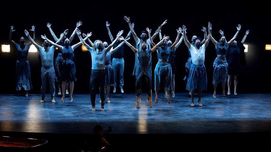Varios bailarines en una de las actuaciones de la gala de entrega de los XXIII Premios Max de la artes escénicas