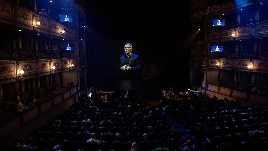 El actor Antonio Banderas habla por videoconferencia tras recibir la Medalla de Honor de la SGAE