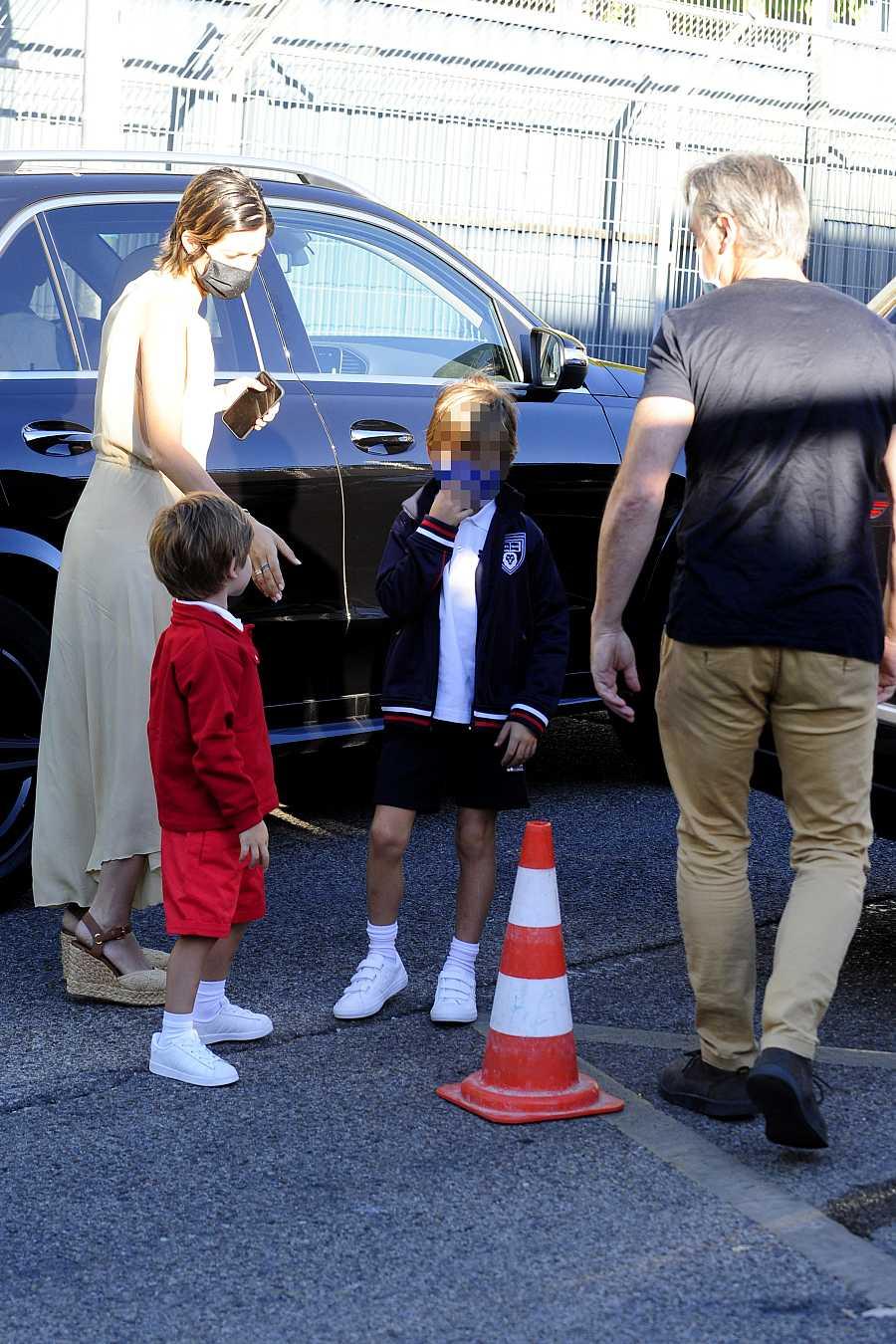 Sara Carbonero lleva a sus hijos al colegio en su primer día en la escuela de Madrid