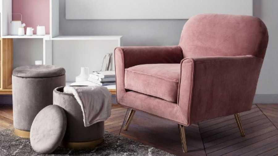 Una buena opción es un pequeño sillón, o un puf de bolas que tanto les gusta, para crear una zona de relax lectura agradable