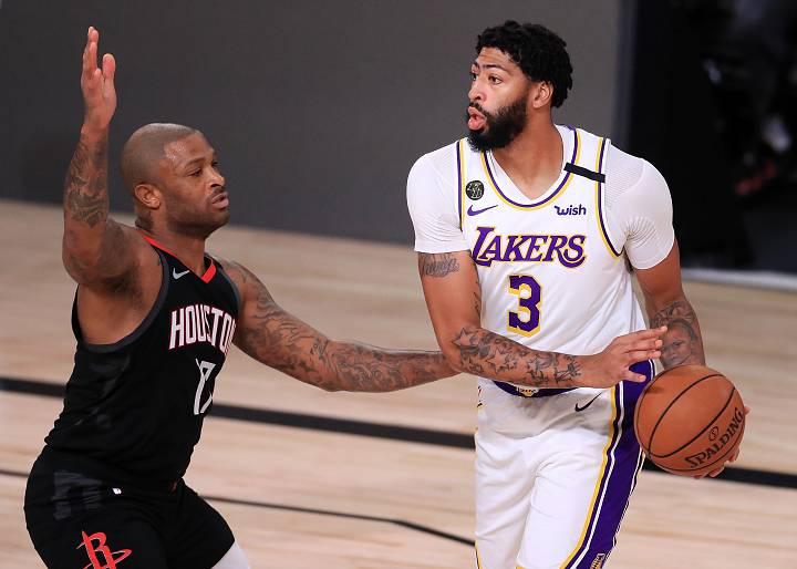 El jugador de los Lakers, Anthony Davis, durante el partido contra los Rockets.