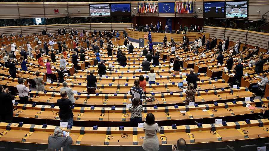 Ovación de pie al final del primer discurso sobre el estado de la unión de la presidenta de la Comisión Europea, Ursula Von Der Leyen, en una sesión plenaria del Parlamento Europeo en Bruselas