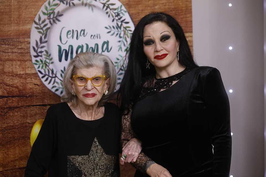 Alaska con su madre América en 'Cena con mamá'