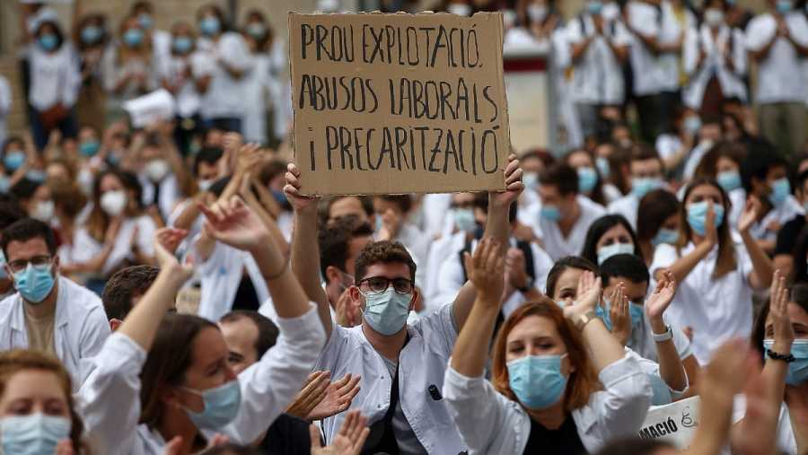 Cientos de MIR (Médico Interno Residente) han iniciado este lunes una huelga de tres días en todos los hospitales y centros de atención primaria, públicos y concertados de Cataluña.