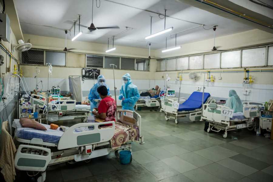 Unidad de hospitalización equipada con equipos de oxigenación de alto flujo en el hospital Shatabdi para pacientes de COVID-19.