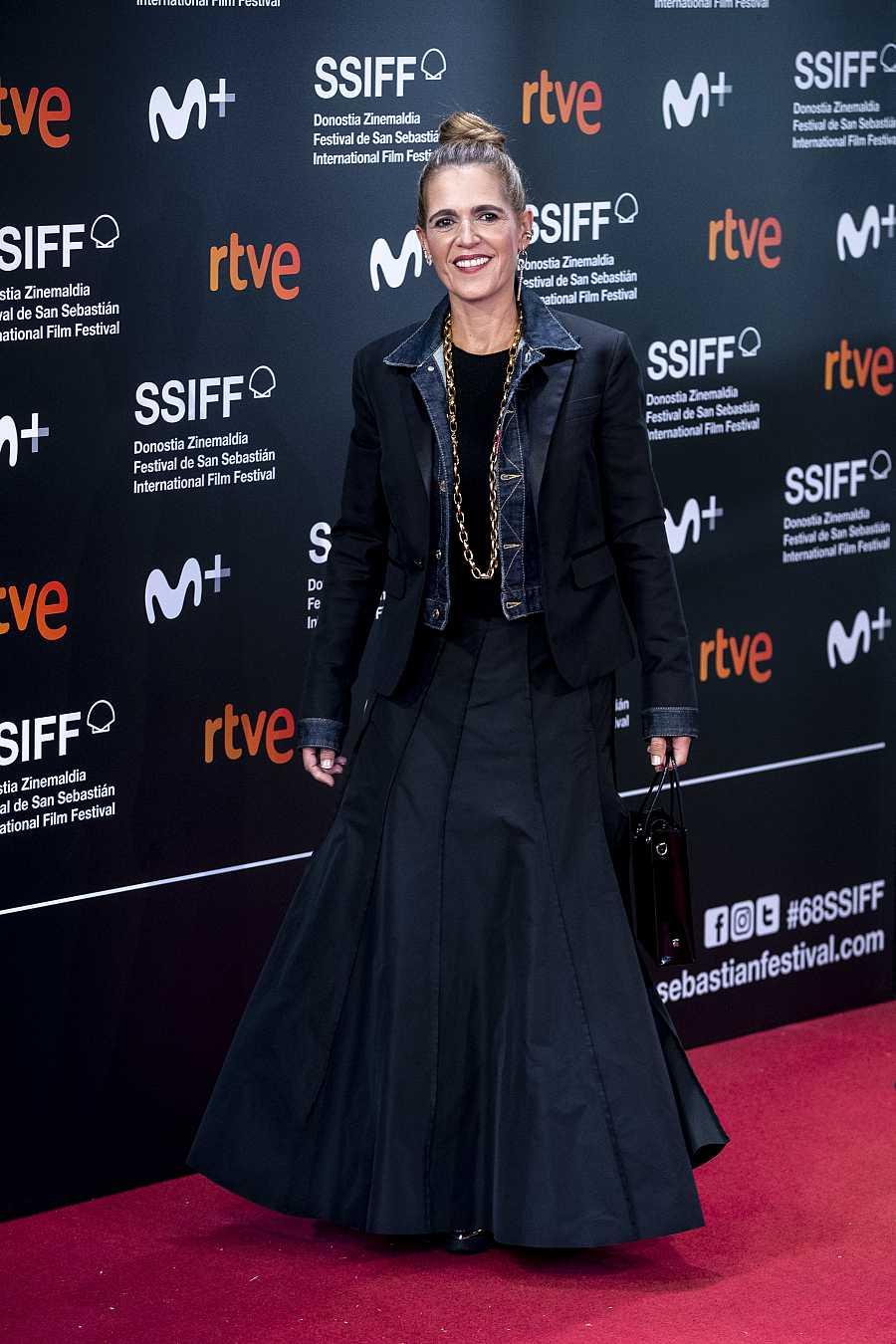 Marta Tous sobre la alfombra roja de la película 'Oso'