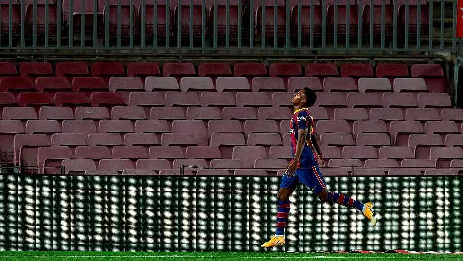 El jugador del FC Barcelona, Ansu Fati, celebra su segundo gol ante el Villarreal
