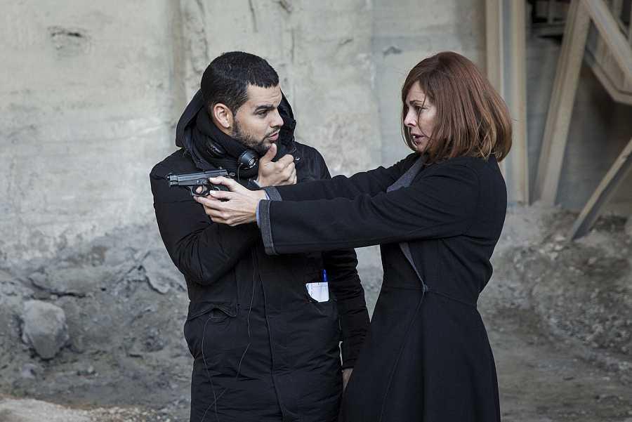 Belén Rueda y David Victori, en el rodaje de 'El Pacto'