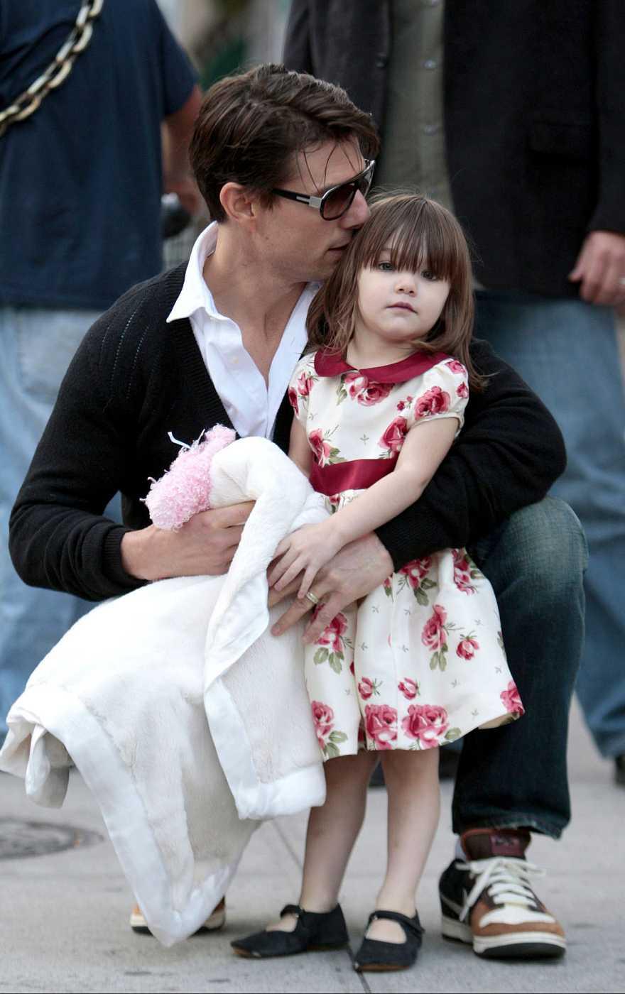 Suri Cruise con su padre Tom Cruise en Nueva York