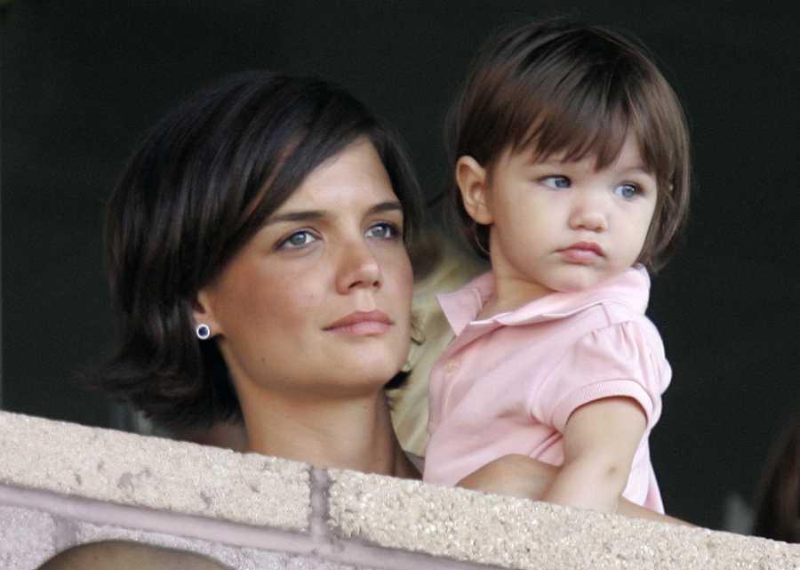 Katie Holmes con su hija Suri Cruise en 2007