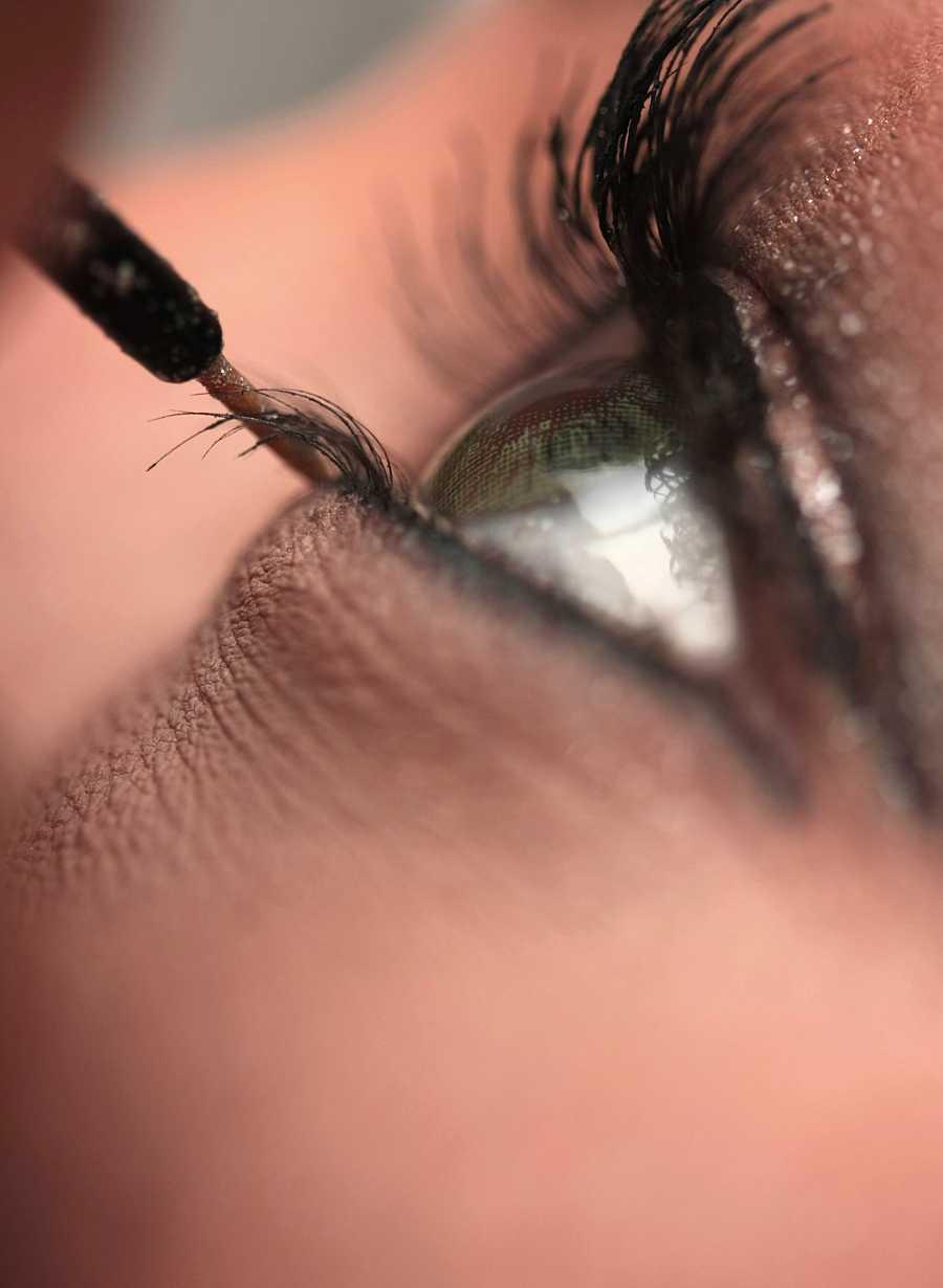 La máscara de pestañas es un básico que nunca debe faltar y que debemos aplicar al final de la rutina de maquillaje