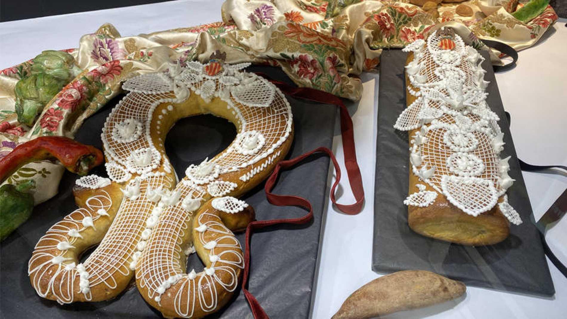 Mazapanes con forma de frutas y petardos que se regalan entre enamorados en Valencia el 9 de octubre