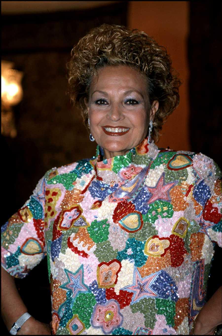 Carmen Sevilla posa durante los premios 'Mayte' en 1998