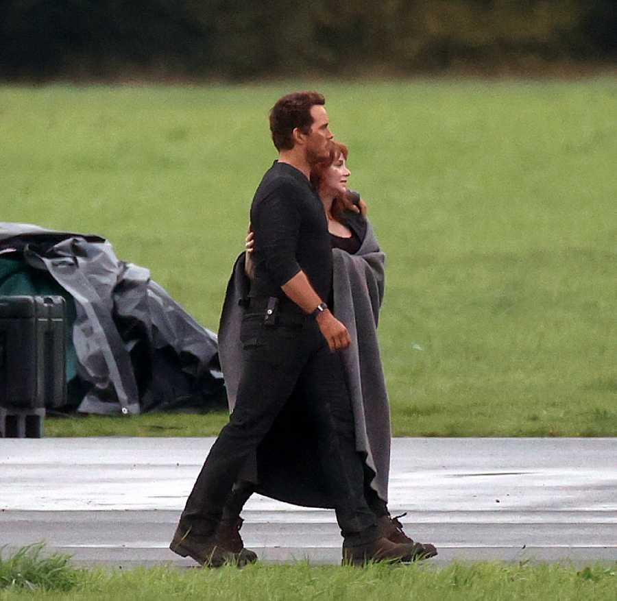 Bryce Dallas y Chris Pratt en el set de rodaje de Jurassic World: Dominion'