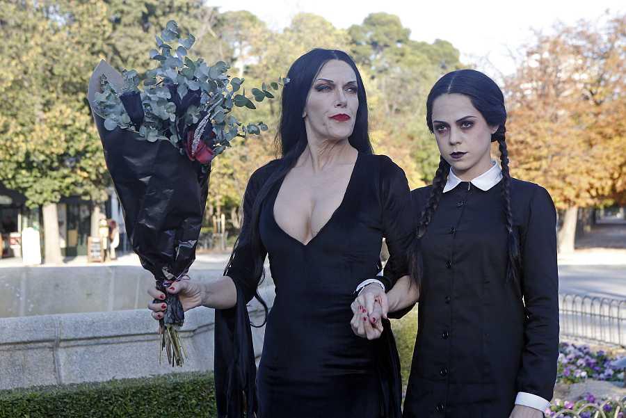 La acriz Carmen Conesa y Lydia Fairen celebraron Halloween en Madrid para promocionar el musical de la Familia Addams